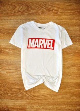 Белоснежная футболка marvel