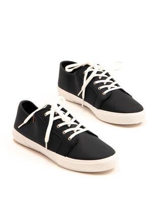 Кеды синие с контрастной белой подошвой и шнурками pull & bear