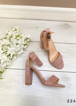 Босоножки на высоком каблуке розовые