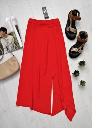 Красная ассиметричная юбка миди