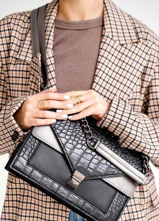 Стильная женская сумка с короткой ручкой сумка змеиный принт aliri-t54-04 черная
