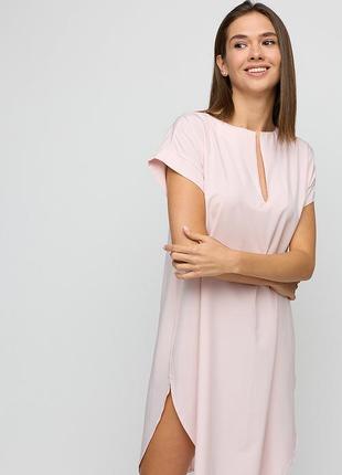 Свободное пудровое платье из легкой ткани