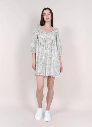 Нежное платье из хлопка с кружевом