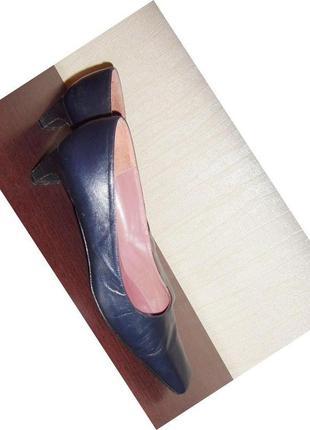 Стильные кожаные туфли на маленьком каблучке, р.40,5