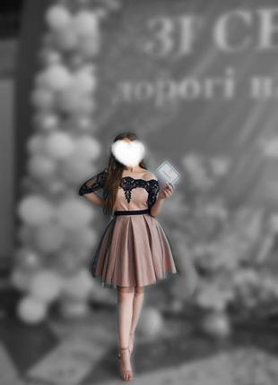 Вечернее выпускное платье с открытыми плечиками