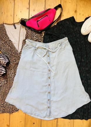 Стильная юбка миди с разрезами легкий джинс