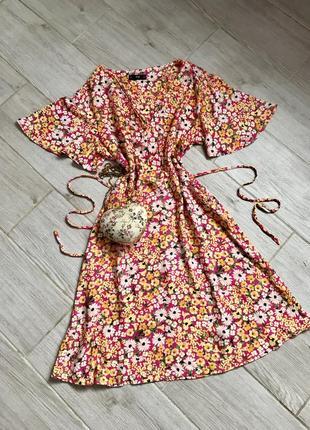 Платья миди в цветы