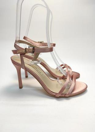 Босоножки пудра на каблуке новые