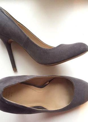 Замшевые серые туфли zara