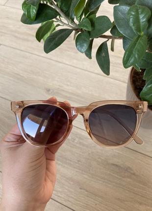 Солнечные очки прозрачные, бежевые