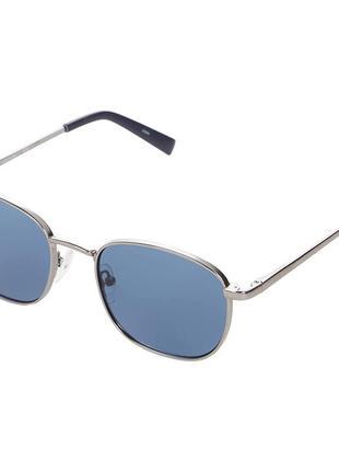 Стильные солнцезащитные очки calvin klein