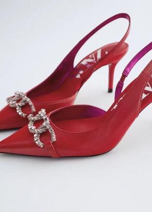 Красные кожаные туфли zara на каблуке