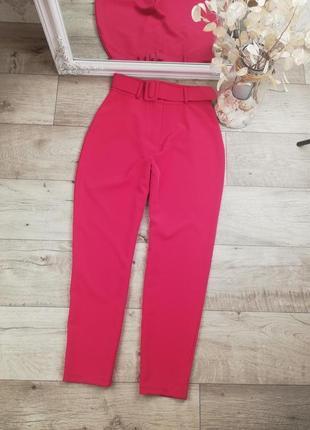 Брендовые стильные яркие брюки с поясом boohoo