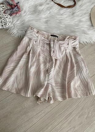 Стильные льняные шорты
