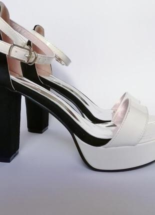 Босоножки женские белые чёрные лаковые замшевые