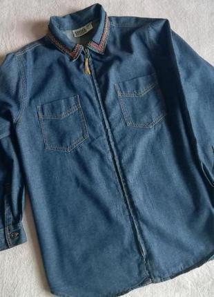 Легкая джинсовая куртка с вышивкой