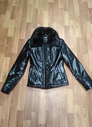 Шикарная кожаная зимняя курточка