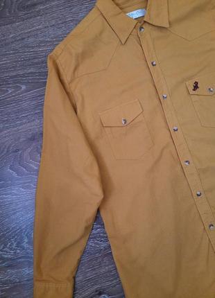 Горчичная джинсовая рубашка
