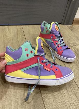 Яркие трендовый кеды кроссовки