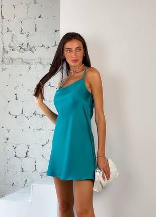 Лёгкое атласное секси мини платье на бретелях по фигуре