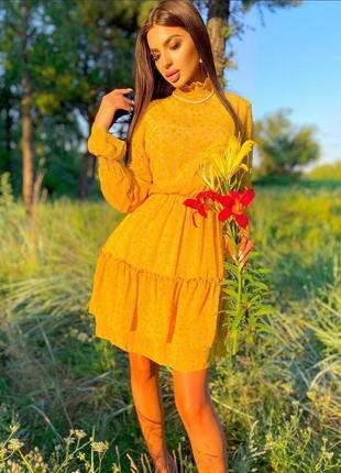 Шифоновое платье приталенного кроя с длинным рукавом и воротником стойка в мелкий цветочный принт