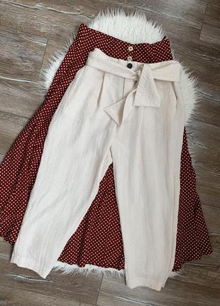 Стильные лёгкие брюки вольного кроя с защипами