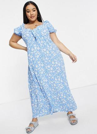 Голубое натуральное платье макси в принт с вырезом сердечком, завязкой и фонариком батал asos