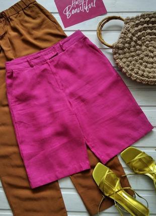 Яркие льняные шорты-бермуды