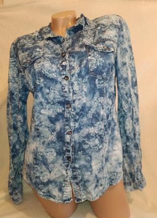 Джинсовая модная рубашка в цветы р.м,.l/xl