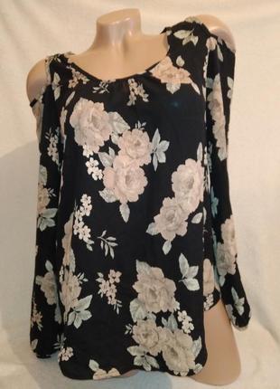 Красивая блуза с открытыми плечами в розы р.s
