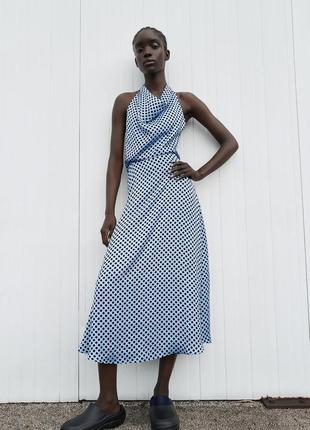 Платье миди голубое в горох горошек с открытой спиной на завязке вокруг шеи струящаяся ткань zara