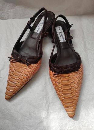 Босоножки с острым носком из кожа питона натуральная franco bonoldi 39р. италия