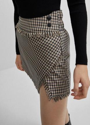 Новая с биркой с бутика мини юбка в клетку с необработанной кромкой