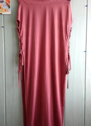 Стильная макси юбка интересного фасона со шнуровкой