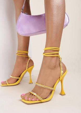 Женские жёлтые босоножки
