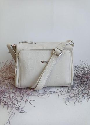Кожаная сумка через плечо кроссбоди бежевая vera pelle, песочная белая