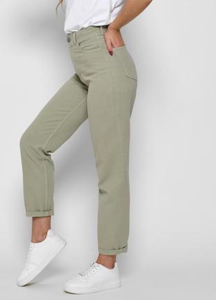 Стильные джинсы релаксы цвета хаки