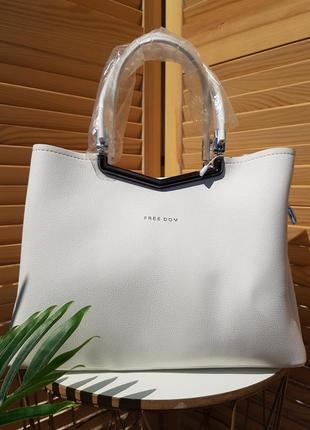 В наличии стильная строгая белая женская сумка