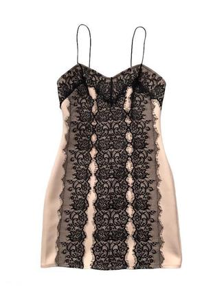 Нарядное кружевное платье на бретелях в бельевом стиле