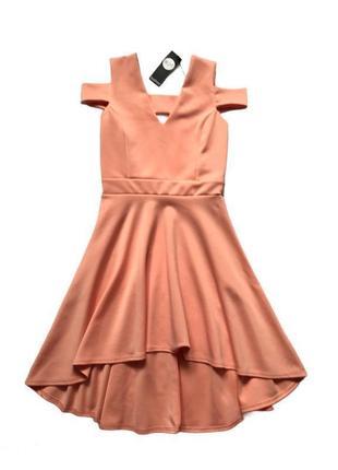 Нарядное неопреновое платье с открытой спиной