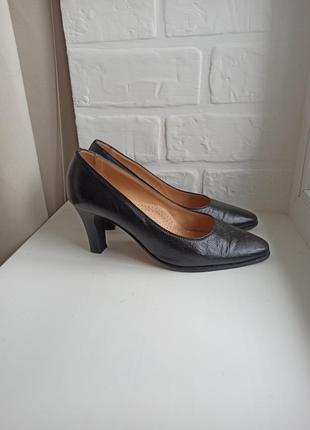 Клпсичні туфлі туфли на повну ногу