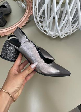 Шкіряні туфлі гострий носик