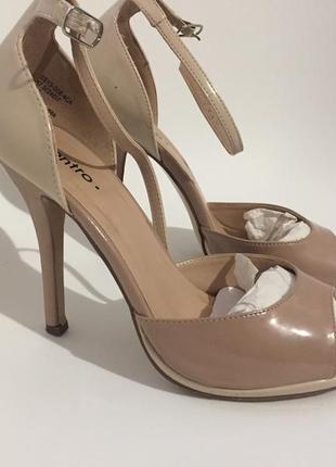 Босоножки, туфли на шпильке