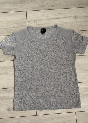 Легкая/летняя/серая/футболка/со вставками