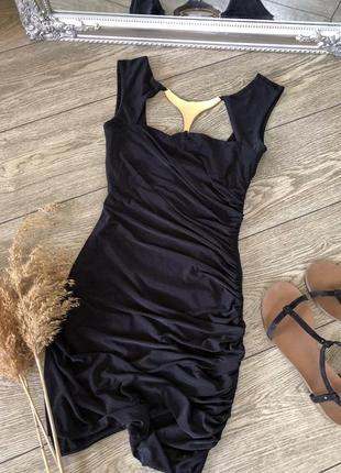 Коротка вечірня сукня