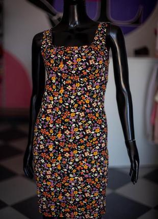 Трикотажное платье в цветочек с квадратным вырезом от terranova