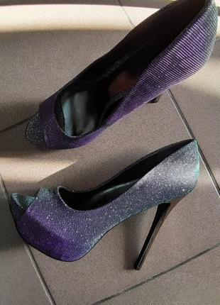 Шикарные новые туфли, на платформе, стрипы, хамелеоны carlos by carlos santana 26 см