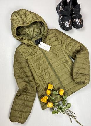Стеганая демисезонная курточка  с капюшоном цвета хаки bershka