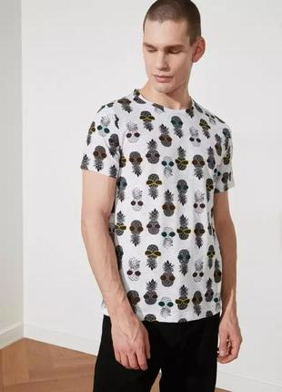 Мужская футболка с ананасами