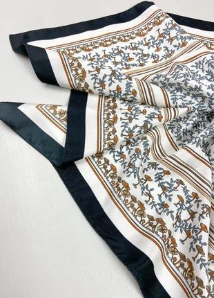 Женский платок в орнамент